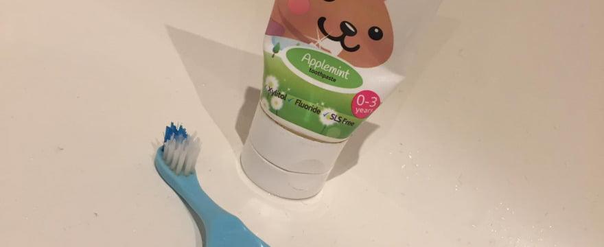 Brush-baby mazajiem zobiņiem